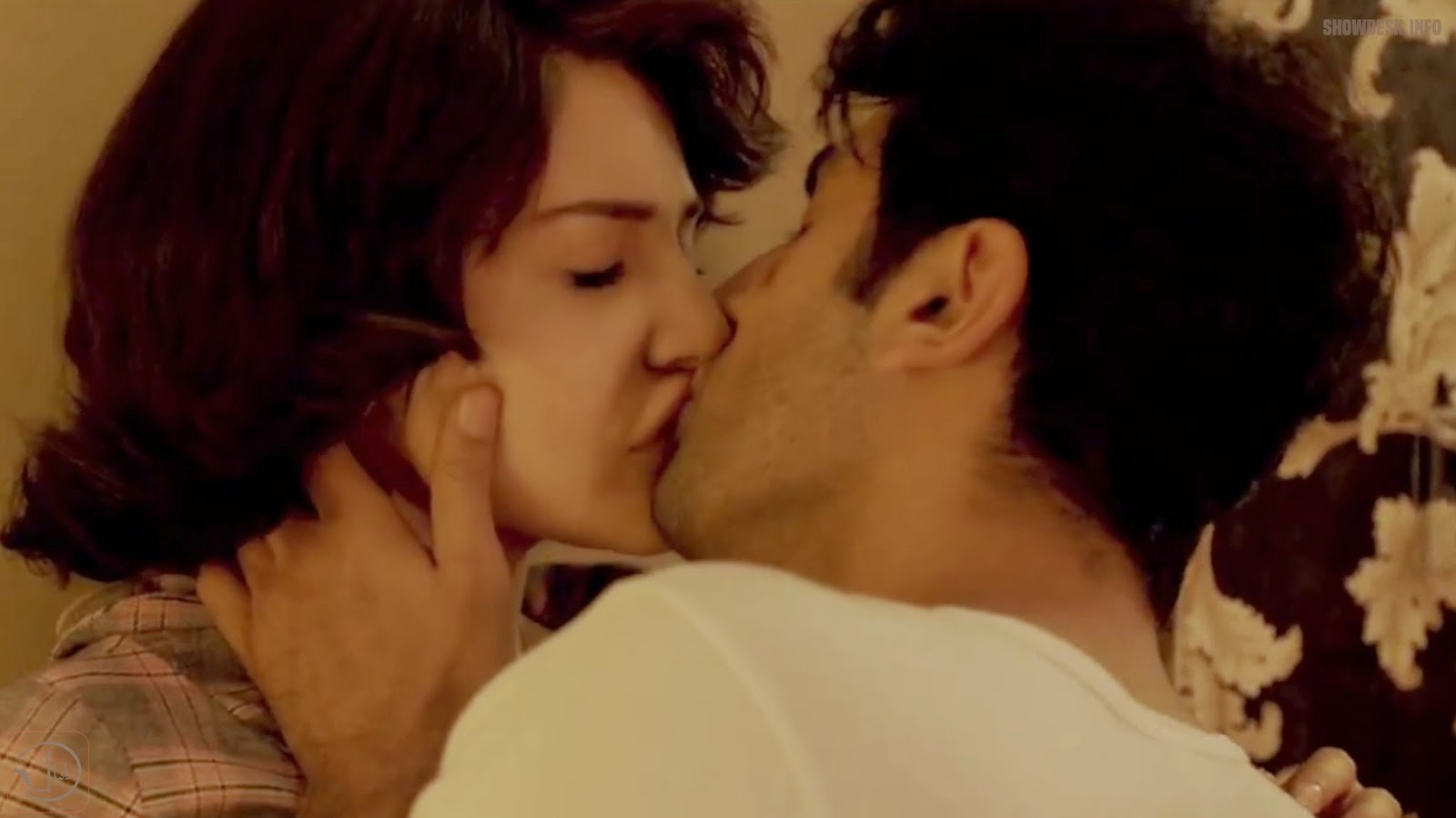 Hot Kissing Scenes Of Bollywood