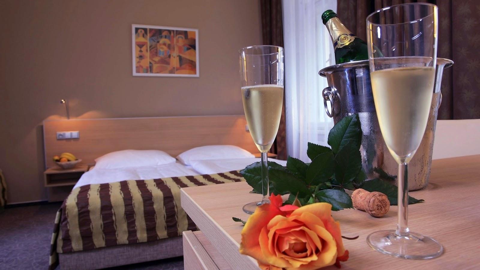 Liefdes wallpaper met champagne