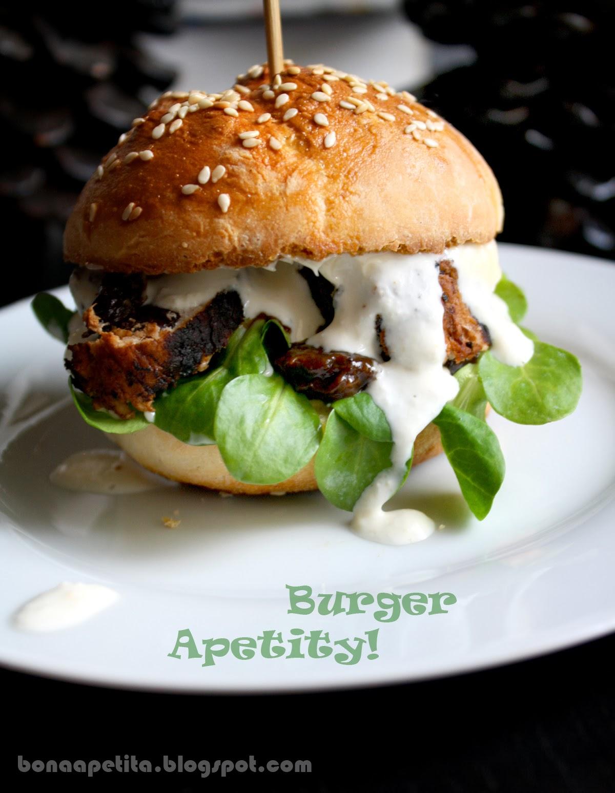 Burgery Apetity! Z roladką ze śliwką, sosem chrzanowym i sosem śliwkowym!