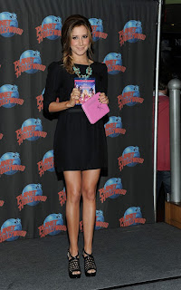 ashley-tisdale-Planet Hollywood2011-02.jpg