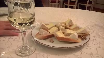 Camembert  si Chardonnay