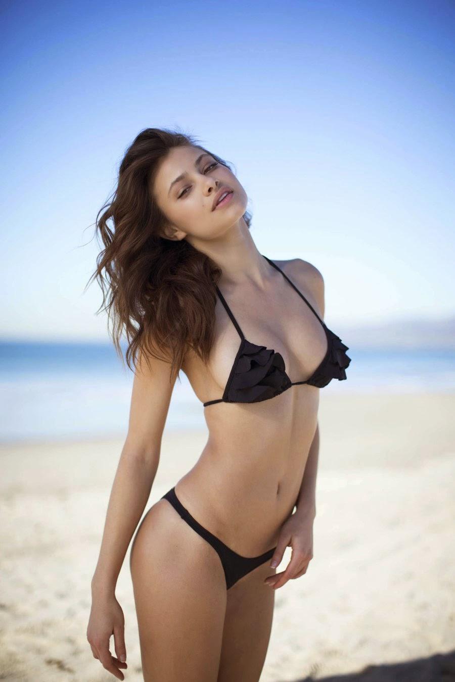 Yara Khmidan nice bikini pics
