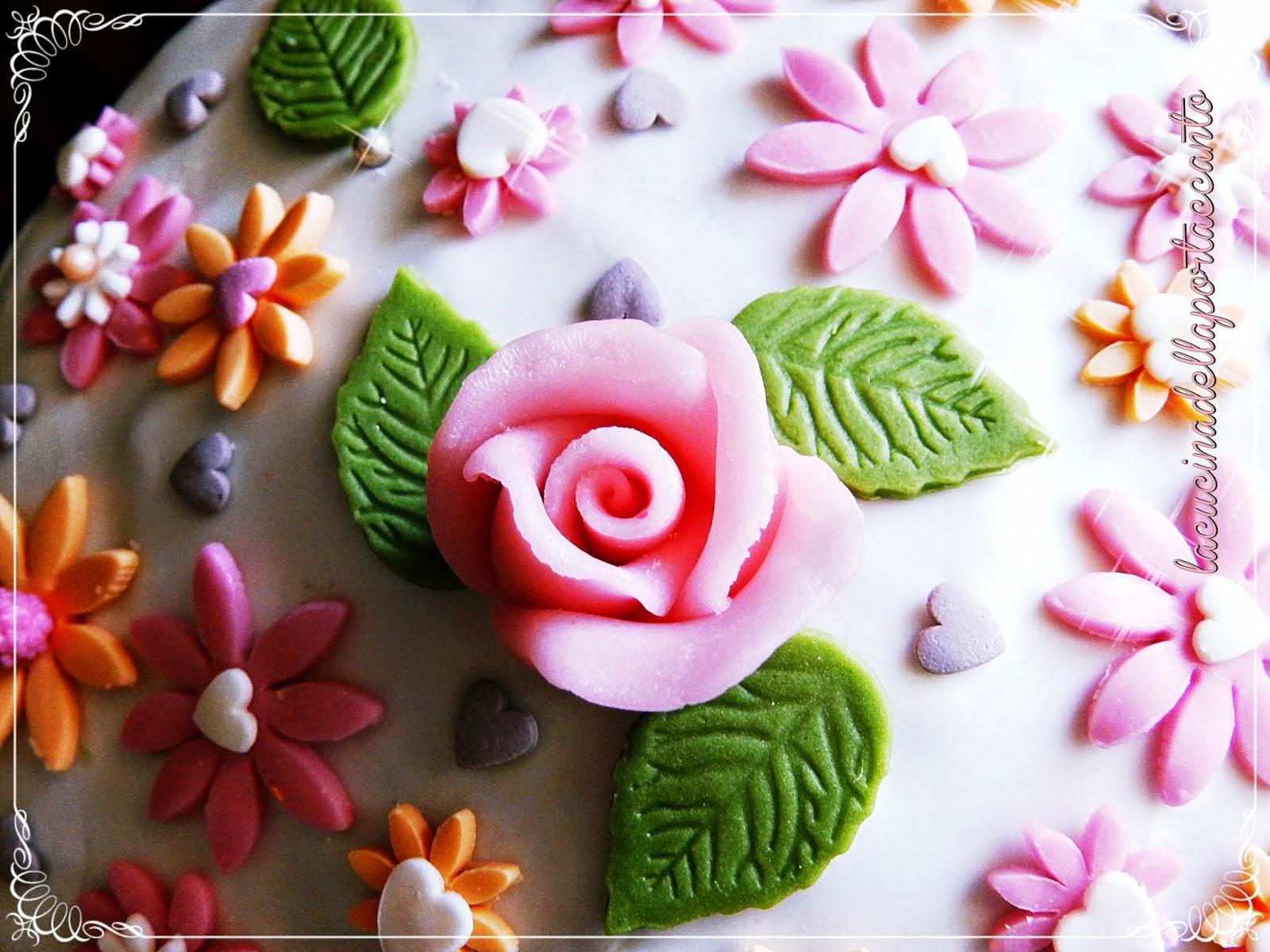 torta fiorita in pasta di zucchero /  floral cake sugar paste
