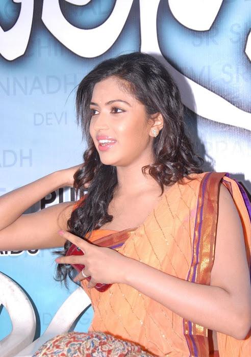 amala paul new saree actress pics