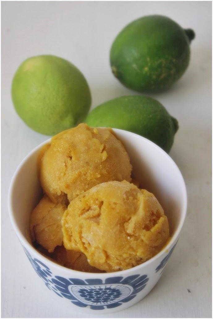 Ihanan raikasta kookospohjaista mangojäätelöä limellä terästettynä