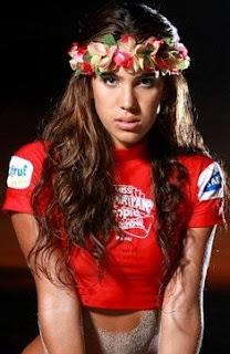 Vanessa Tello bella con corona de flores