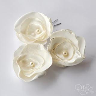 ślubne kwiaty z satyny