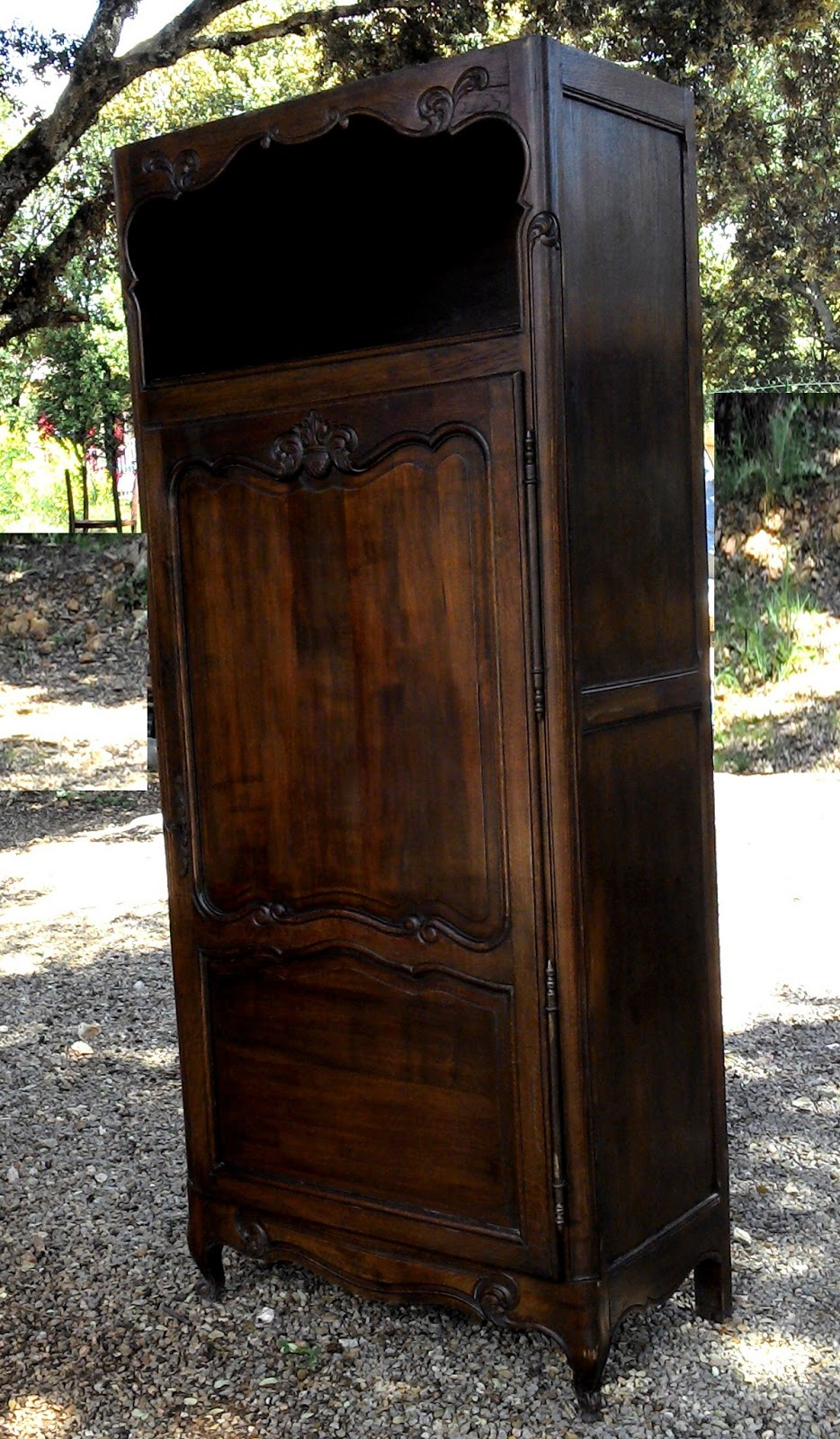 ancien meuble armoire bonneti re pieds coquille a niche homme debout chambre ch ne antique. Black Bedroom Furniture Sets. Home Design Ideas