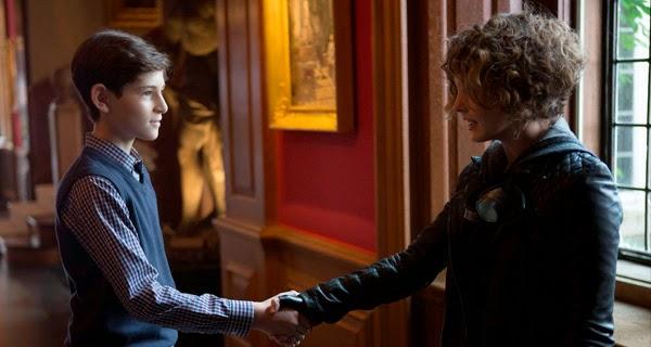 Bruce y Selina en Gotham 1x09 - Harvey Dent