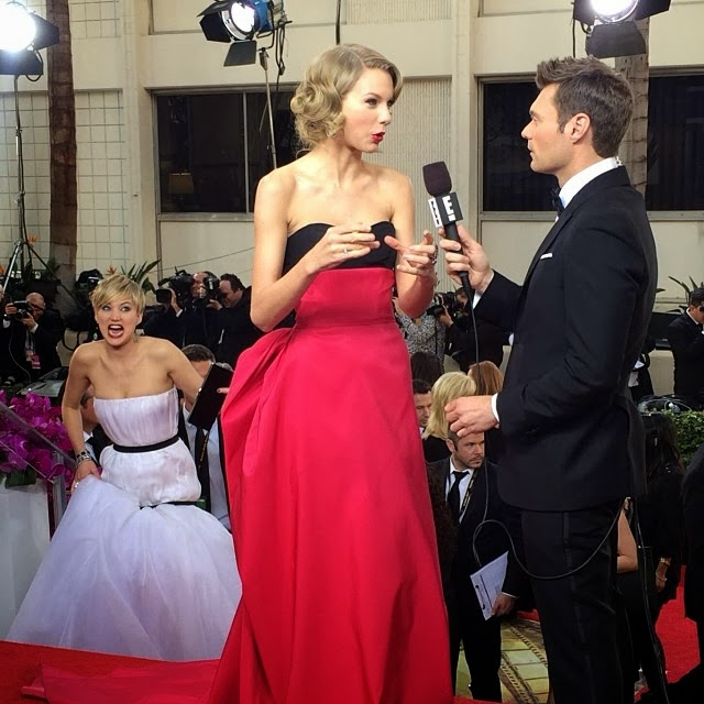 Jennifer Lawrence photobombing Taylor Swift at 2014 Golden Globes