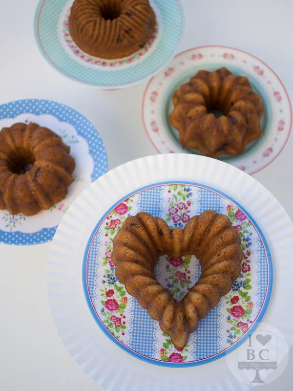 Mini Bundt Cakes de calabacín, dátiles y pecanas
