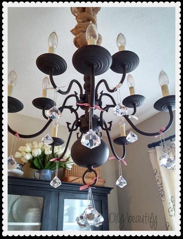 Hang ornaments from light fixture www.diybeautify.com