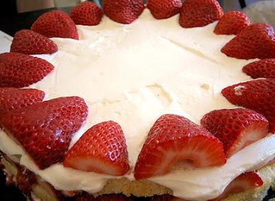 Cream Cheese Cake With Strawberry