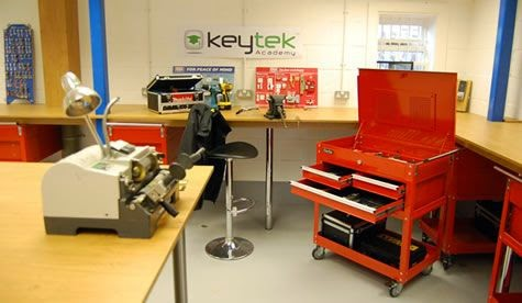 Locksmith training at the Keytek Academy