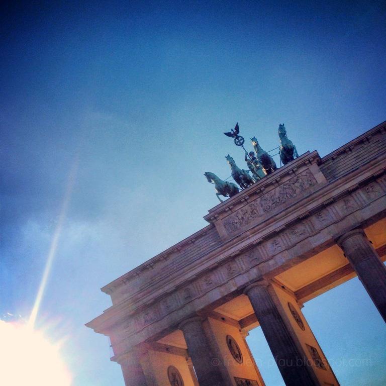 Berlin, Reisen, Brandenburger Tor, Pariser Platz, Quadriga, Sightseeing, Hauptstadt, Sonnenlicht