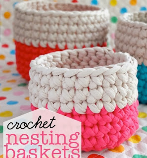 http://todiyornottodiy.blogspot.pt/2013/11/cestos-em-crochet.html