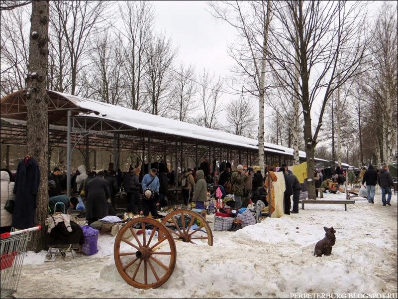 Фото блошиного рынка на Удельной в Петербурге 2015