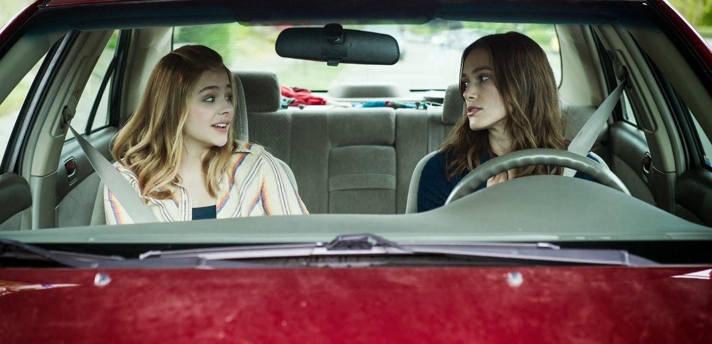 Keira Knightley, Chloe Moretz e Sam Rockwell no trailer da comédia dramatica LAGGIES