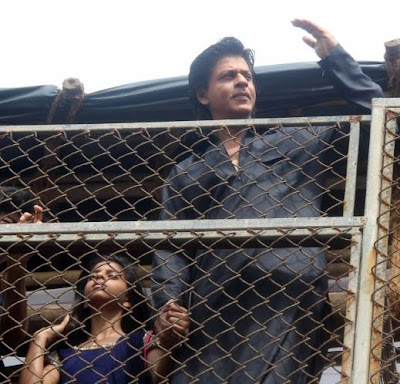 Shahrukh Khan Family Celebrates Eid with Friends, Media and fans