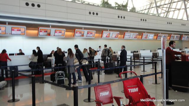 Check-in da TAM no Aeroporto Internacional de Carrasco - Montevidéu, Uruguai