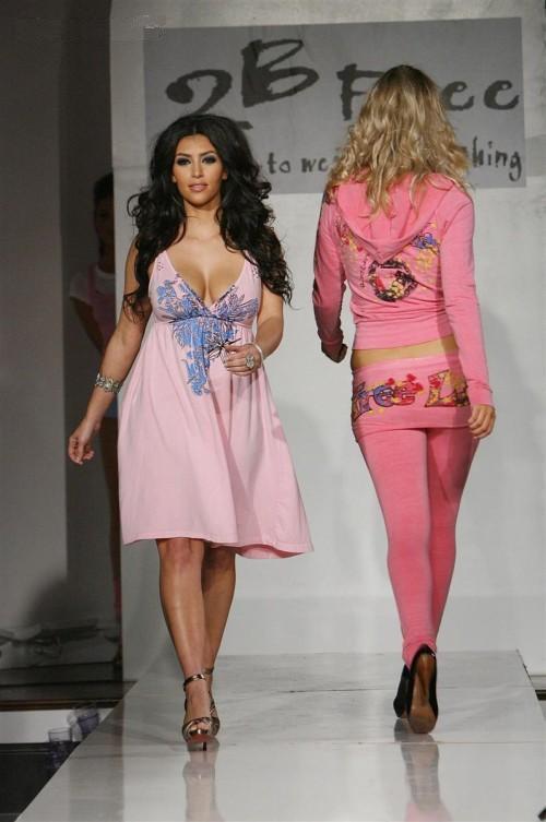 http://3.bp.blogspot.com/-m1yKOCcBHkE/Te2tQTYuJeI/AAAAAAAAELM/ZkJVxl-aHqs/s1600/Kim_Kardashian_on_the_Ramp%2B%25285%2529.jpg