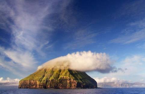 fenomena Pulau Luytla Duymun, pulau berawan sepanjang masa