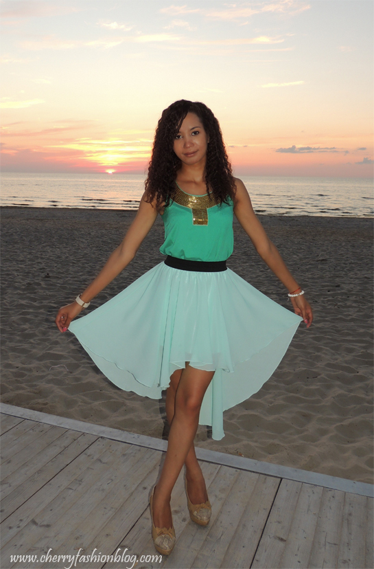 How to style a mint skirt, how to wear a dip hem skirt, high-low mint skirt