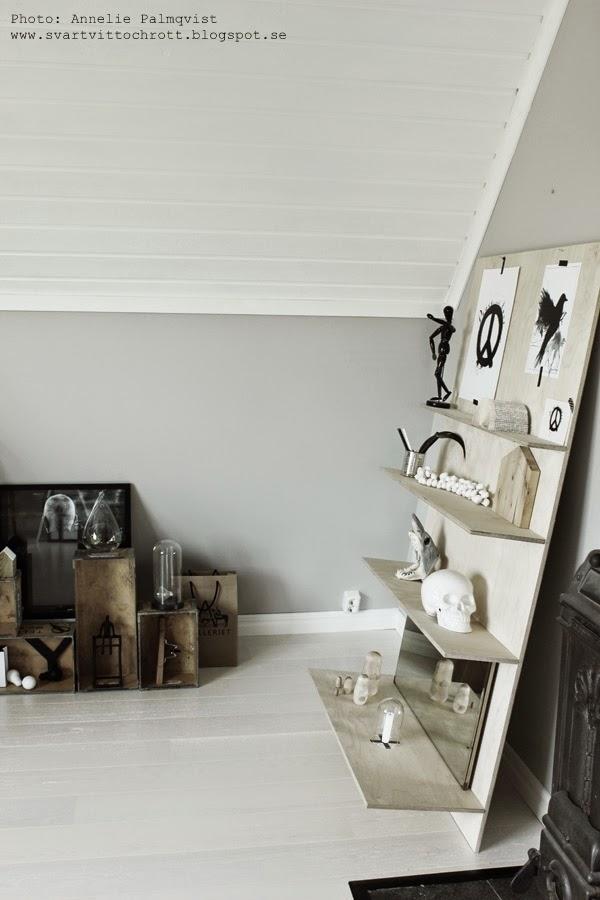 peace print, tavlor, tavla, prints, artprint, artprints, konsttryck svart fågel, svartvita tavlor, inredning arbetsrum, speglar i inredning, spegel, plywood diy, göra en hylla, tillverka möbler, kranium, svartvita detaljer, svart och vitt, svarta och vita, ateljé