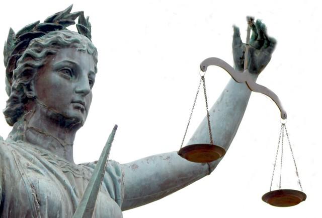 Des gens propres sur eux dans argent public 34094-justice
