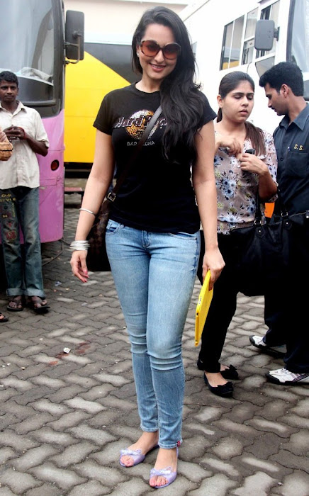 sonakshi sinha fat figure actress pics