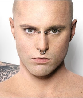 Hombre calavera sin tatuaje