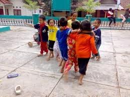 anak bermain
