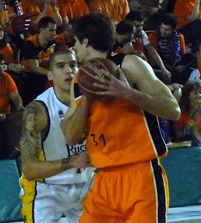 Nacho Yañez defenciendo a R. Kurz.