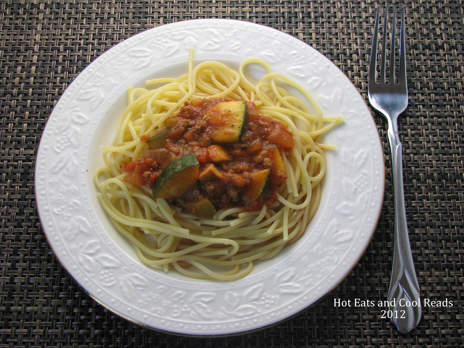 Hot Eats and Cool Reads: Zucchini & Ground Beef Spaghetti Sauce Recipe