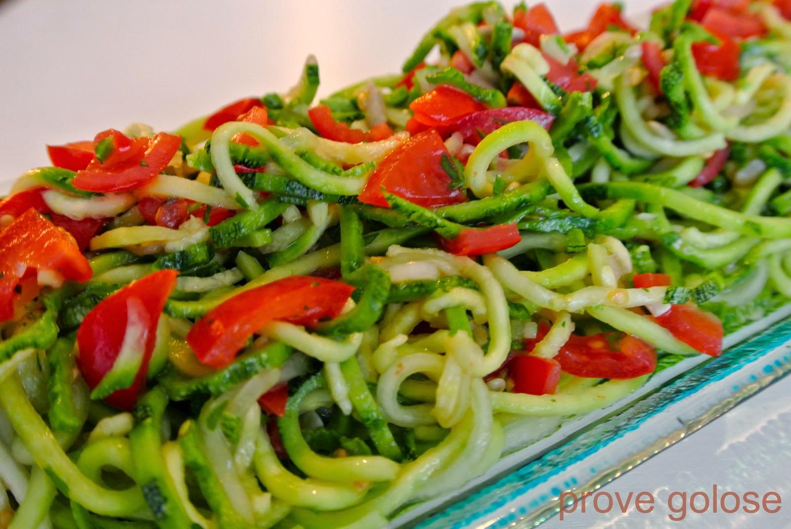 spaghetti crudi di zucchine e cetriolo