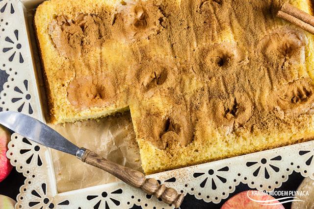 najprostszy jabłecznik, ciasto z jabłkami, ciasto jabłkowe, biszkopt z owocami, biszkopt bez mąki, biszkopt bez glutenu, zdrowy biszkopt, zdrowe ciasto, ciasto bez glutenu, ciasto bez mąki, ciasto jaglane, biszkopt jaglany, kasza jaglana na słodko, kraina miodem płynąca