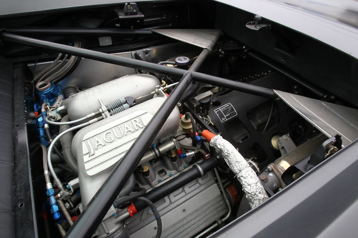 Jaguar XJ220S headed
