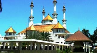 widya penjual masjid agung tasikmalaya