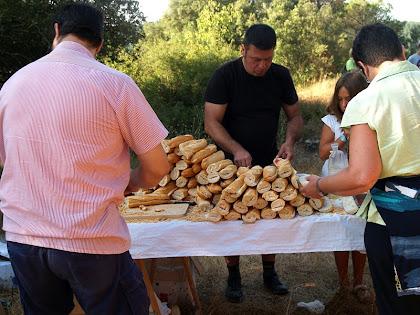 L'avituallament de l'esmorzar instal·lat al mas Sabruneta