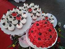 wedding cake red roses