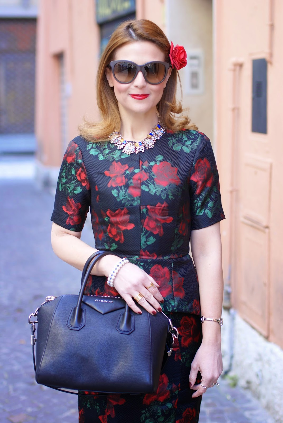 Asos rose print peplum dress in a 40s vintage style worn with tights and looking like a Dolce & Gabbana dress on Fashion and Cookies fashion blog