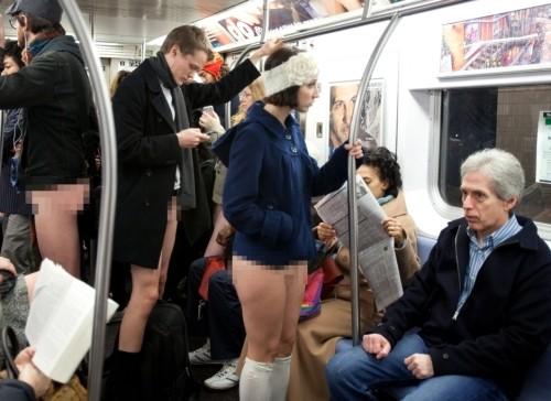Ribuan orang itu memang sengaja tidak memakai celana dalam. Ide 'gila