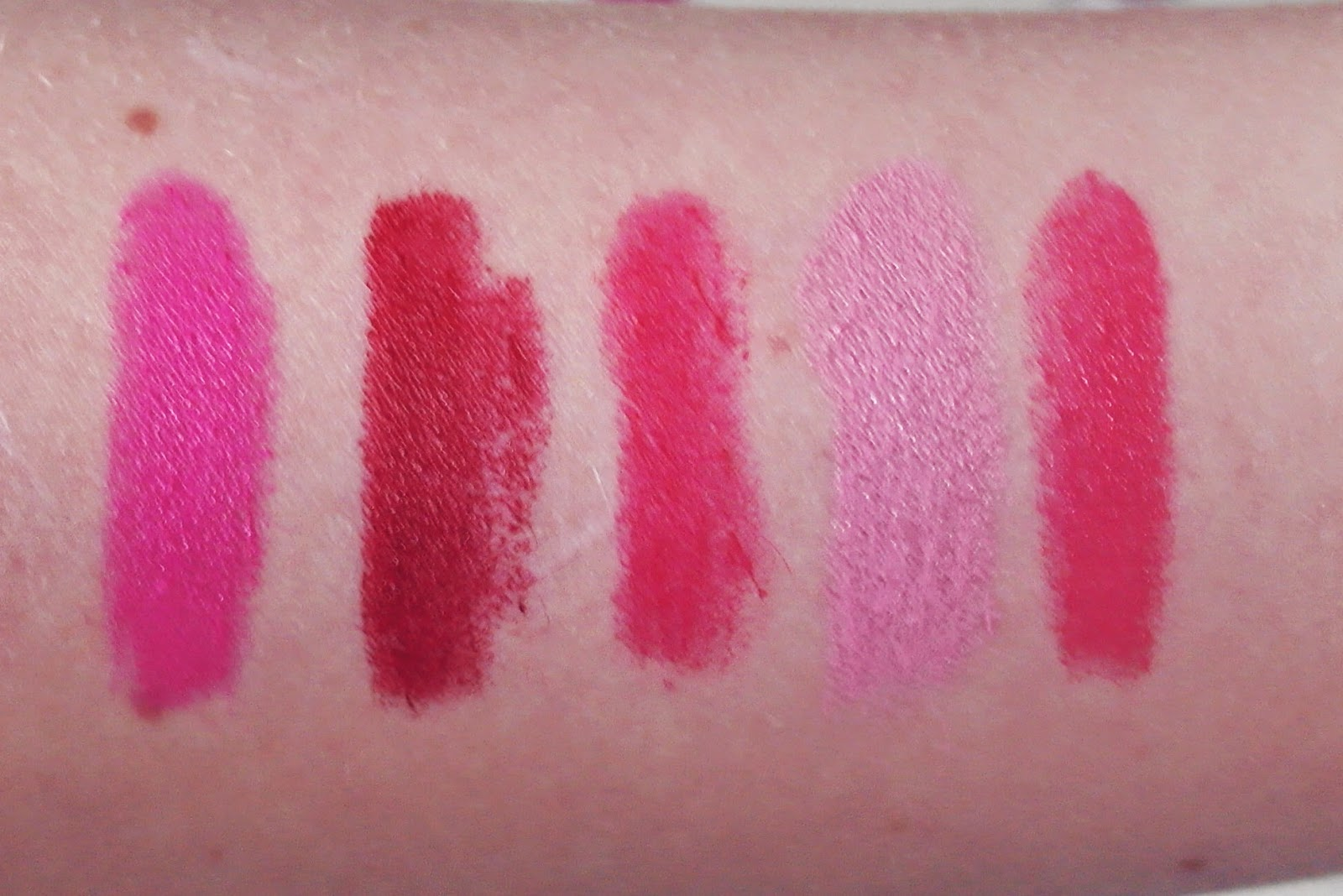 Je Suis Cat MAC lipstick Swatches