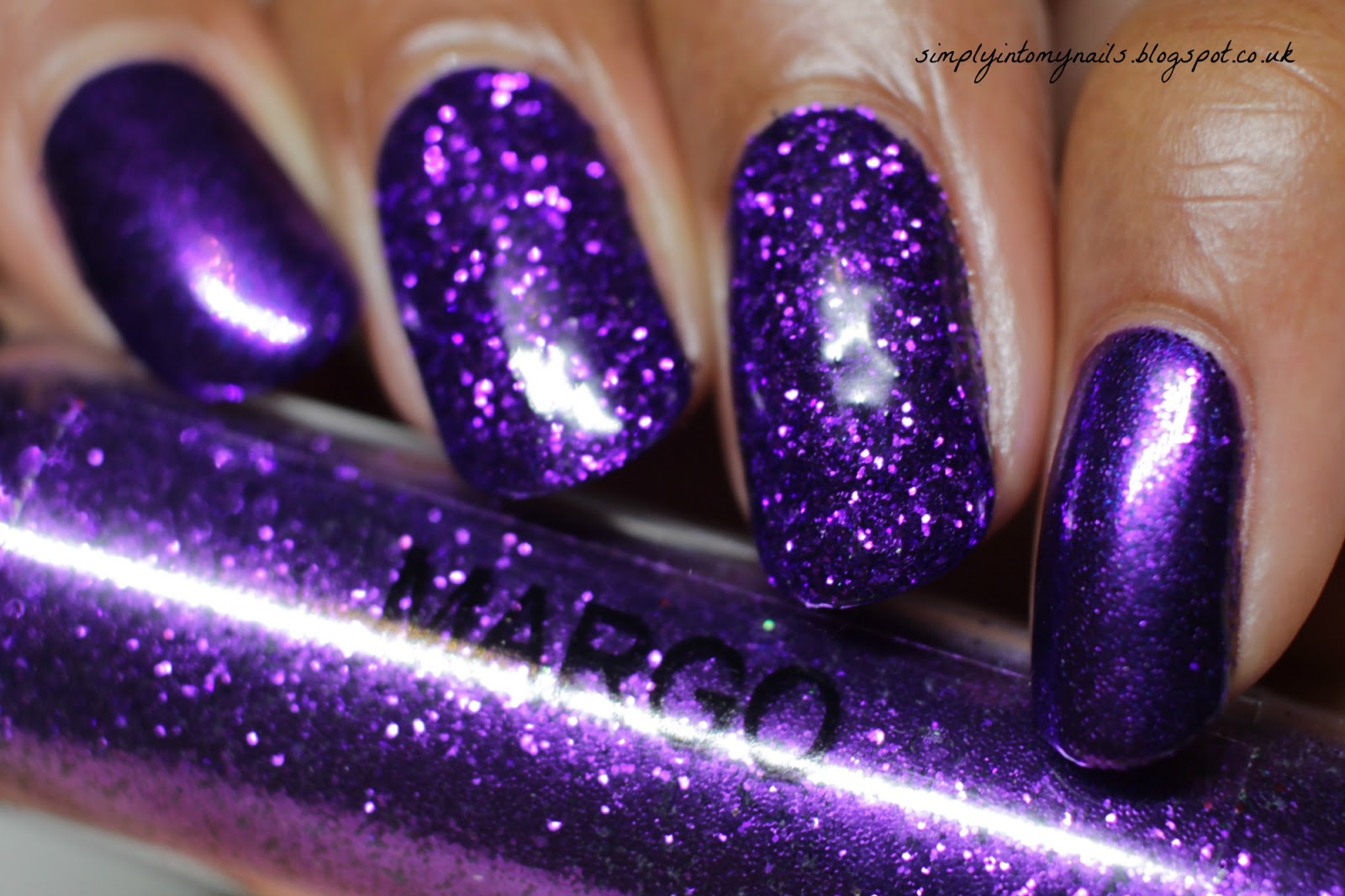 Magpie Glitter ~ Margo | Simply Into My NAILS