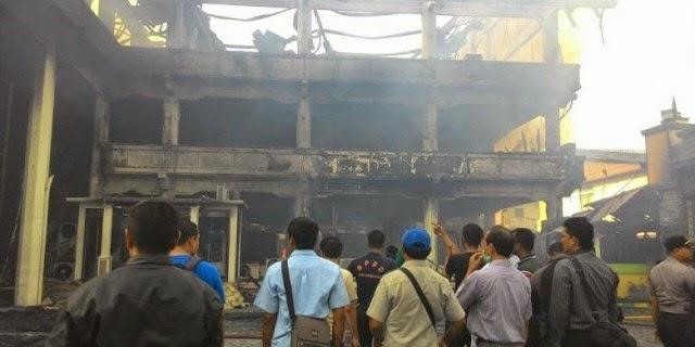 Foto Bank Aceh Terbakar
