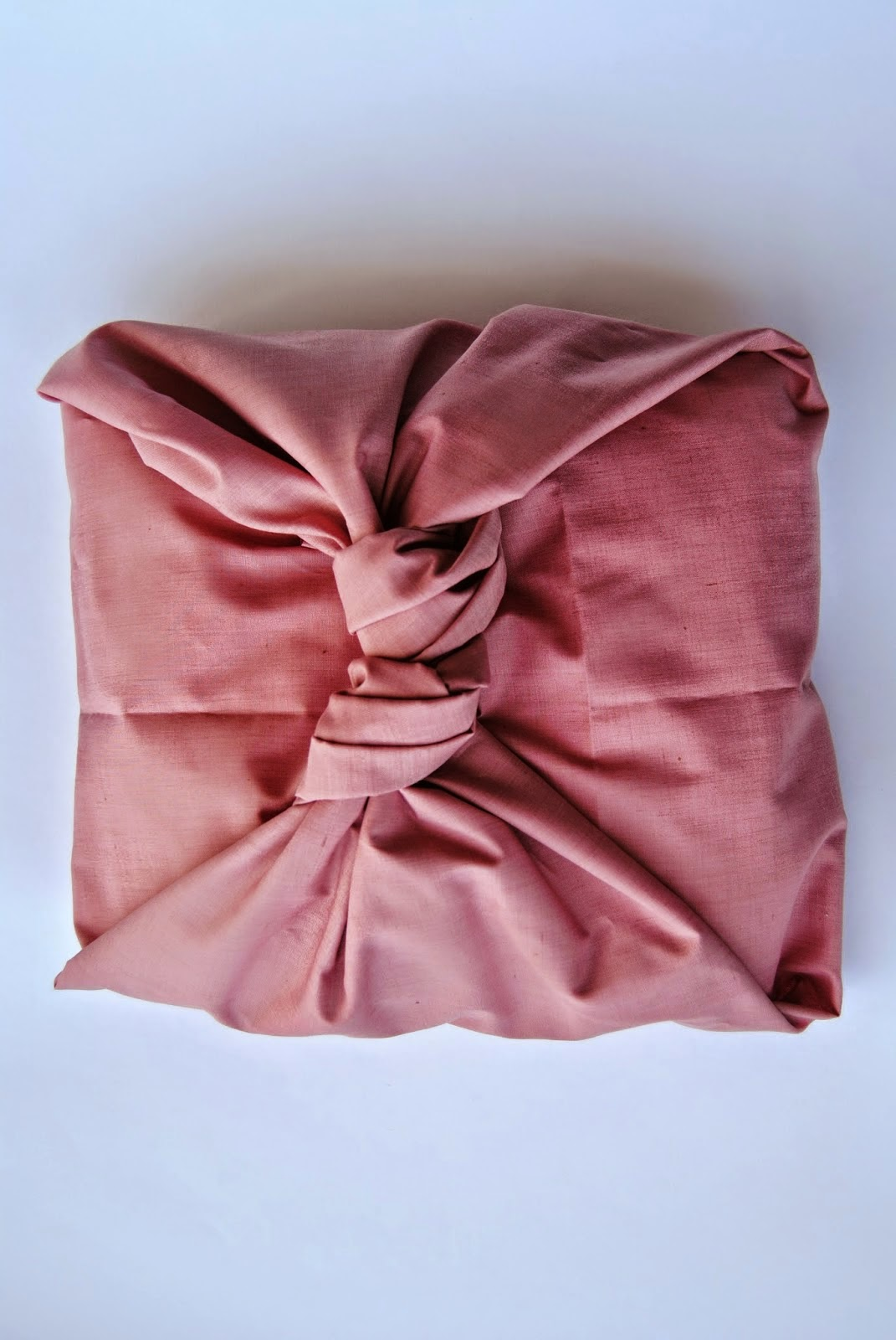 http://thecuriouslifeoflisa.blogspot.co.uk/2015/02/diy-no-sew-pillowcase.html