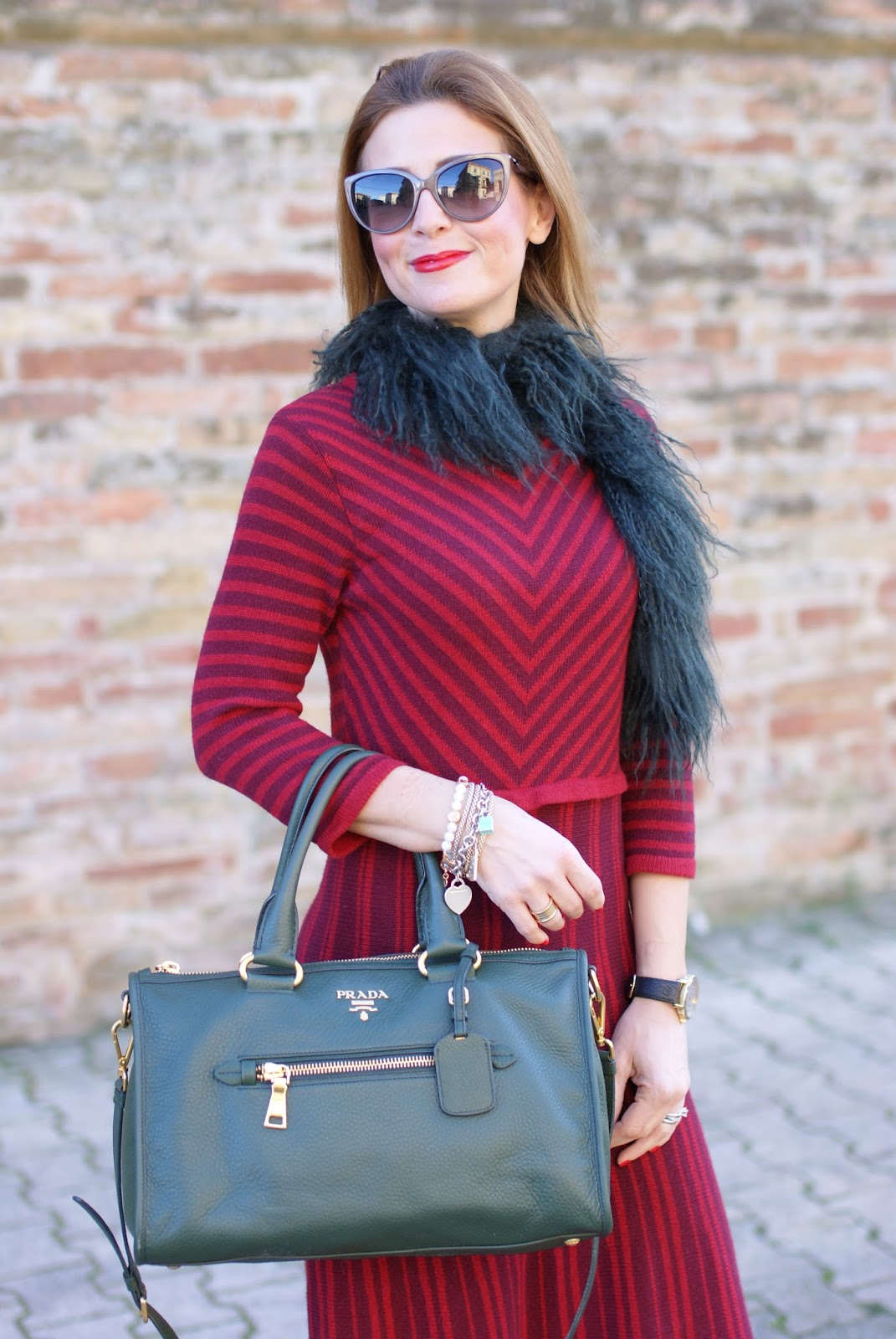 Vintage style outfit with Made in Italy fashion, Rose a Pois dress and faux fur stole on Fashion and Cookies fashion blog, fashion blogger style