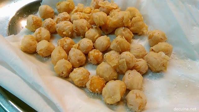 cigrons arrebossats - garbanzos rebozados y fritos
