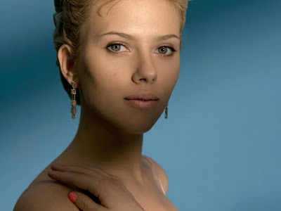 Scarlett Johansson Hollywood Actress nice pose Wallpaper