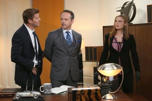 Bones S10E07. Booth y Brennan en busca de pruebas.